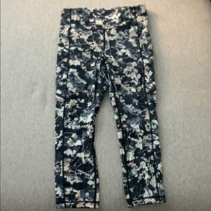 Navy printed Lululemon crop legging